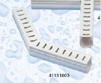 Odvodňovací žlábek s mřížkou (rohový kus 135°) Odvodňovací žlábek s mřížkou (rohový kus 135°)
